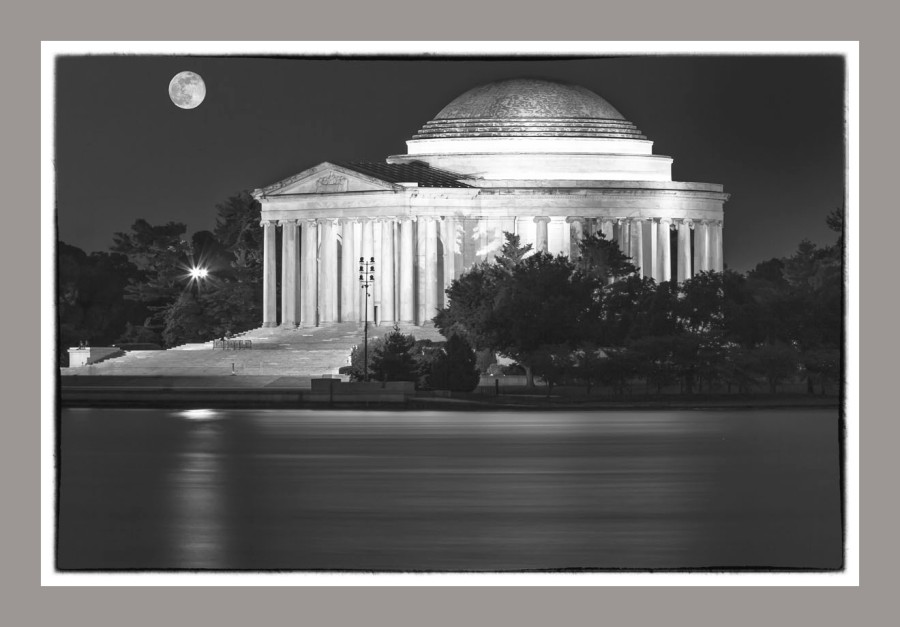 Thomas Jefferson Monument at dusk